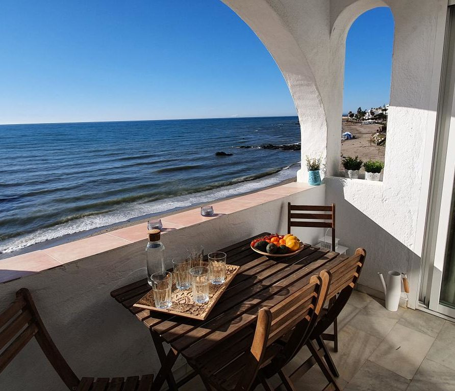 03 – Beachfront Apartment for Holiday Rent in Riviera del Sol