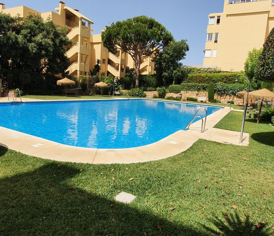29 – Apartment with private garden in Holiday Rent in Calahonda Royale